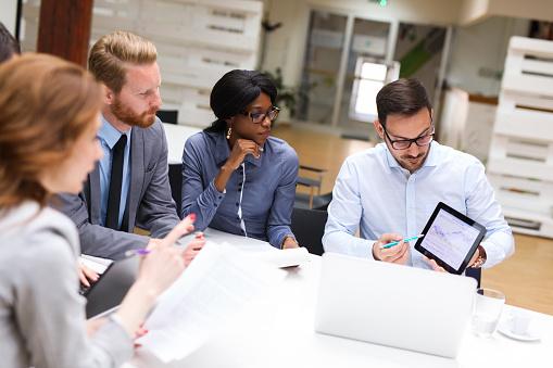 réunion d'équipe autour de la transformation de leur organisation